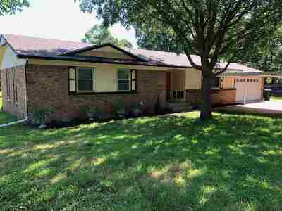 Arkansas City KS Single Family Home For Sale: $133,700