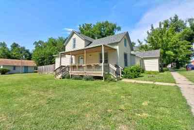 Moundridge Single Family Home For Sale: 101 S Schmidt Ave