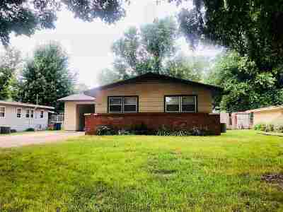 Derby Single Family Home For Sale: 515 S Woodlawn Blvd