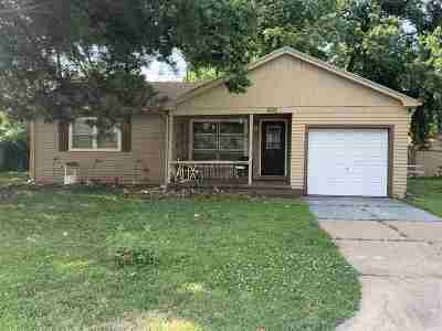 Newton Single Family Home For Sale: 909 Spruce