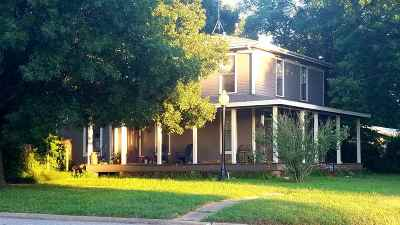 Oxford Single Family Home For Sale: 202 S Kansas St