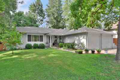Mulvane Single Family Home For Sale: 211 Pioneer Pl
