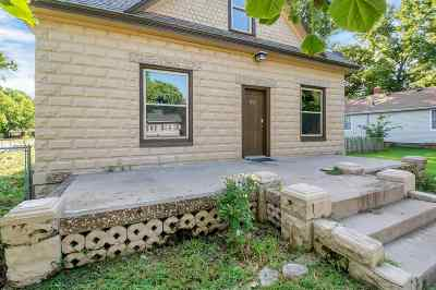 Haven Single Family Home For Sale: 222 N Hutchinson St