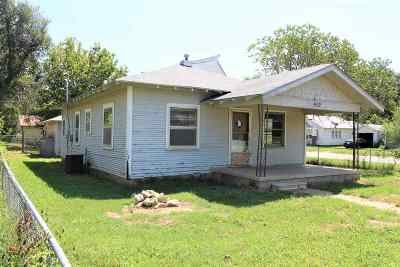 Arkansas City Single Family Home For Auction: 902 N 5th St