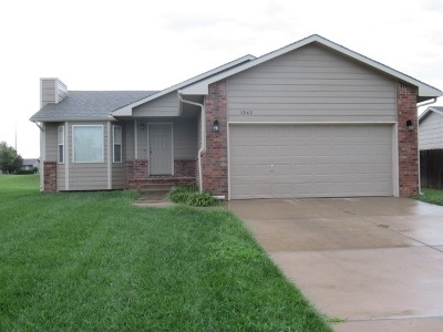 Wichita Single Family Home For Sale: 1342 N Aksarben Ct