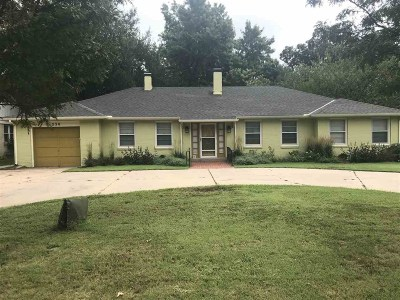 Wichita Single Family Home For Sale: 230 N Edgemoor St