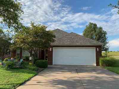Arkansas City Single Family Home For Sale: 122 Castle Pines Dr