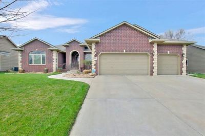 Wichita Single Family Home For Sale: 423 N Aksarben