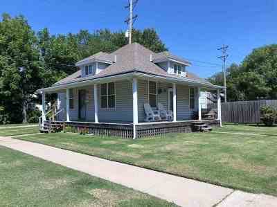 Winfield KS Single Family Home For Sale: $62,900