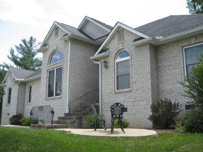 Greenup County Single Family Home For Sale: 832 Country Club Drive
