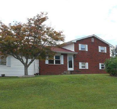 Ashland Single Family Home For Sale: 512 W Arrowhead Drive