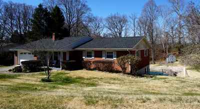 Russell Single Family Home For Sale: 146 Crestview Road