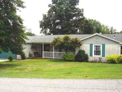 Russell Single Family Home Pending-Continue To Show: 1046 Berkshire Lane