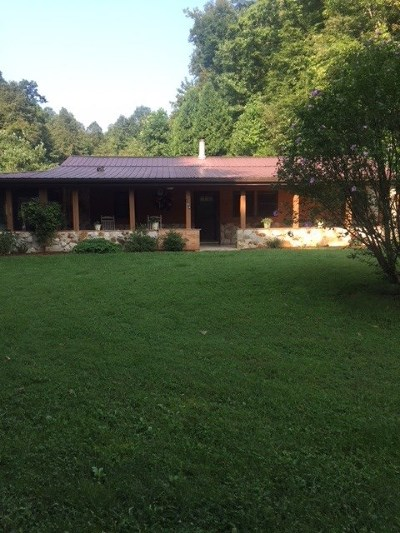 Carter County Single Family Home For Sale: 104 Cooper Lane