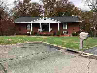 Ashland Single Family Home Pending-Continue To Show: 4602 Royale Court