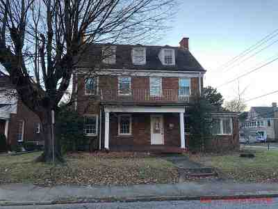 Ashland Single Family Home For Sale: 1400 Montgomery Avenue
