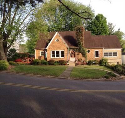 Ashland Single Family Home For Sale: 2600 S Belmont
