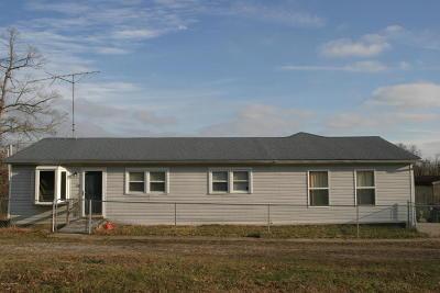 Bullitt County Single Family Home For Sale: 620 Oakwood Dr