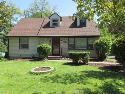 Elizabethtown Single Family Home For Sale: 206 Woodland Ct