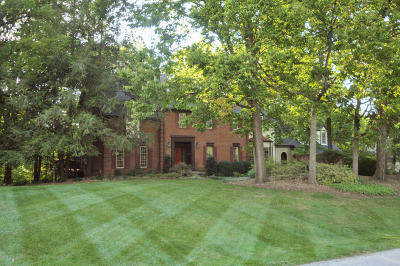Louisville Single Family Home For Sale: 4022 Woodstone Way