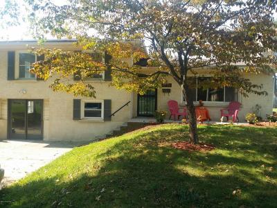 Louisville Single Family Home For Sale: 10704 Torrington Rd