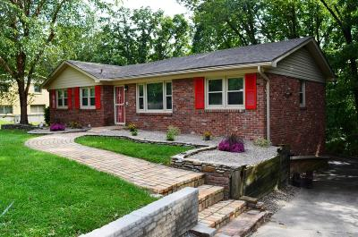 Louisville Single Family Home For Sale: 616 Candlelight Ln