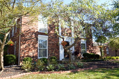 Louisville Single Family Home For Sale: 10005 Falling Tree Way