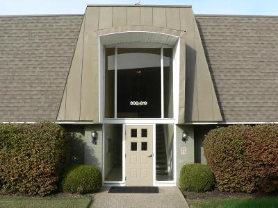 Louisville Rental For Rent: 800 La Fontenay Ct
