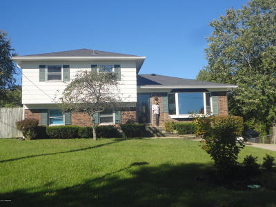 Jeffersontown Single Family Home For Sale: 10905 Chenwood Ct