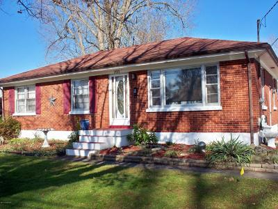 Louisville Single Family Home For Sale: 2021 Dixie Garden Dr
