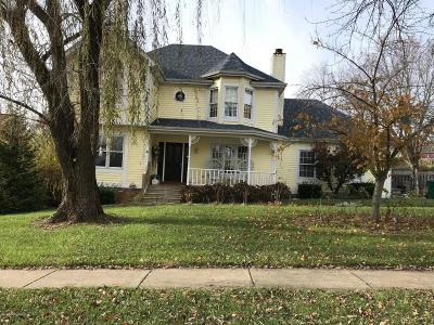 Louisville Single Family Home For Sale: 206 Wickfield Dr
