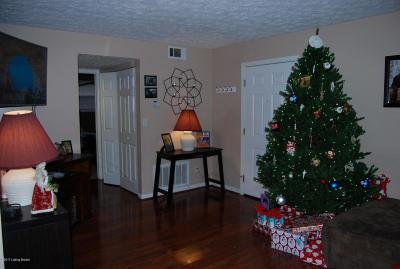 Condo/Townhouse For Sale: 231 Middletown Square