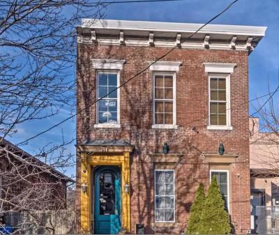 Louisville Single Family Home For Sale: 615 E Washington St