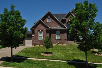 Louisville Single Family Home For Sale: 615 Locust Creek Blvd