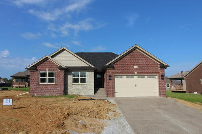 Bullitt County Single Family Home For Sale: 495 E Woodlake Cir