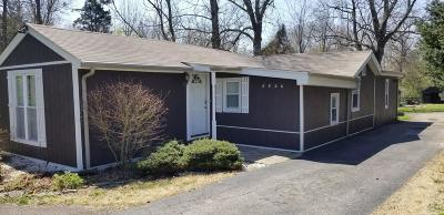 Louisville Single Family Home For Sale: 8906 Old Bates Rd