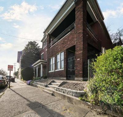 Old Louisville Single Family Home For Sale: 419 W Hill St