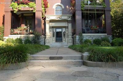 Condo/Townhouse For Sale: 1433 Saint James Ct #8