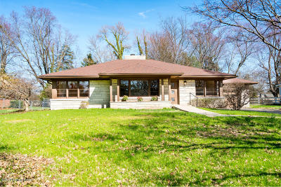 Louisville Single Family Home For Sale: 115 Sweetbriar Ln