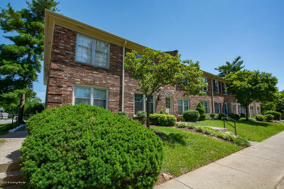 Louisville Condo/Townhouse Active Under Contract: 100 Stonehenge Dr #101
