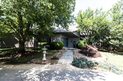 Louisville Single Family Home For Sale: 4109 Woodstone Way