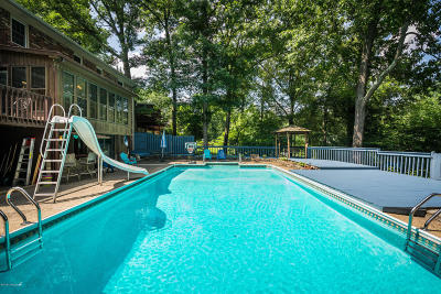 Louisville Single Family Home For Sale: 9115 Royal Oak Dr