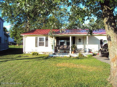 Shepherdsville Single Family Home For Sale: 1072 W Blue Lick Rd