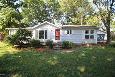 Bullitt County Single Family Home For Sale: 163 Cedar St