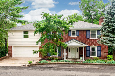 Single Family Home For Sale: 2537 Saratoga Dr