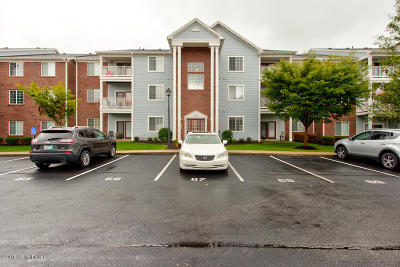Louisville Condo/Townhouse For Sale: 2602 Aristocrat Pl #204