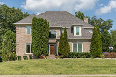 Louisville Single Family Home For Sale: 3807 Woodmont Park Ln
