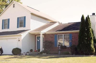 Louisville Single Family Home For Sale: 6800 Brook Bend Way