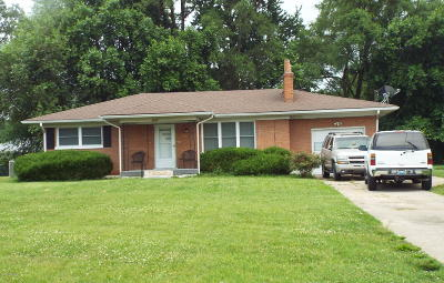 Louisville Single Family Home For Sale: 4765 Cane Run Rd