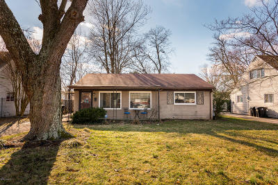 Louisville Single Family Home For Sale: 3112 Doreen Way